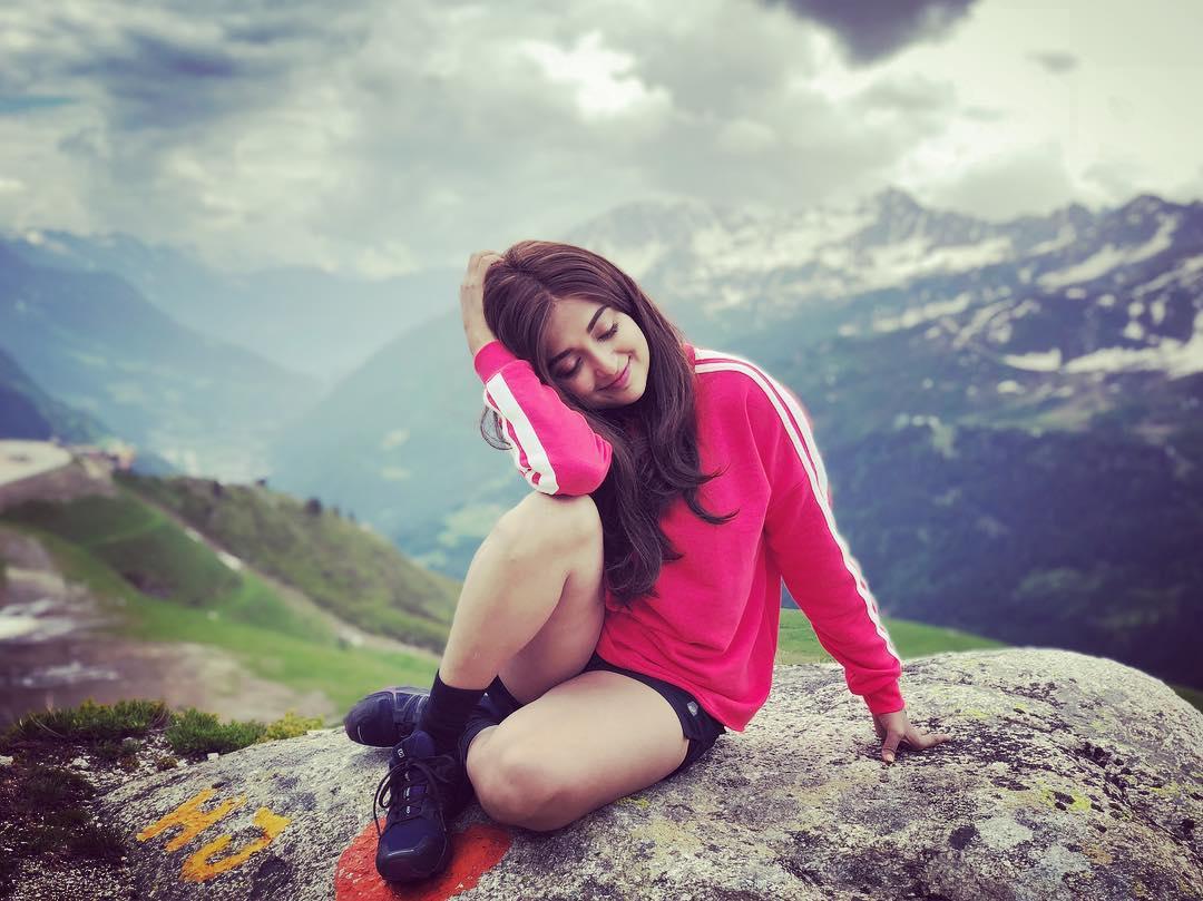 Monali Thakur (Singer) Biography Height, Weight, Age, Affairs, | World Super Star Bio